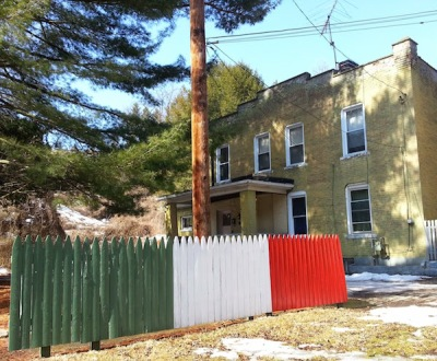 Picket fence in Italian colors