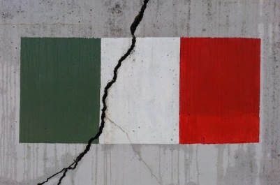 Retaining wall with Italian flag