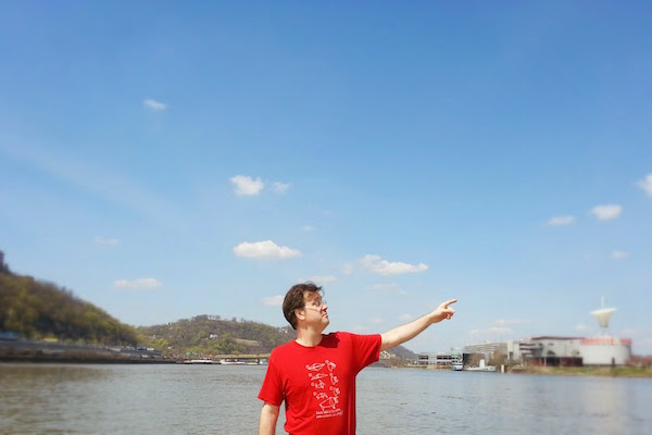 Man pointing from Ohio River to Pittsburgh's highpoint