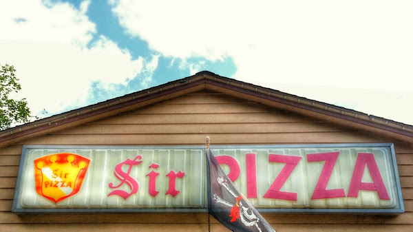 Sir Pizza storefront sign
