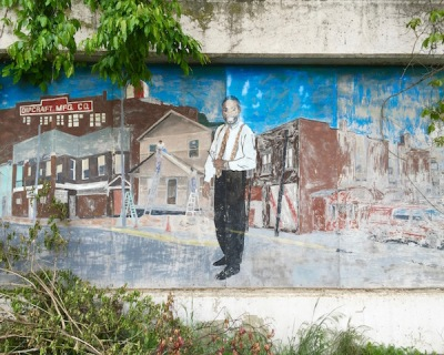 fading mural with businessman and exterior of Dipcraft Mfg. Co., Rankin, PA