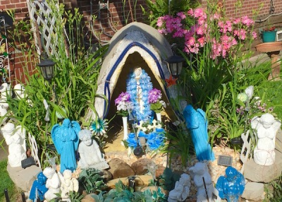 front yard Mary with angel statuettes, Pittsburgh, PA