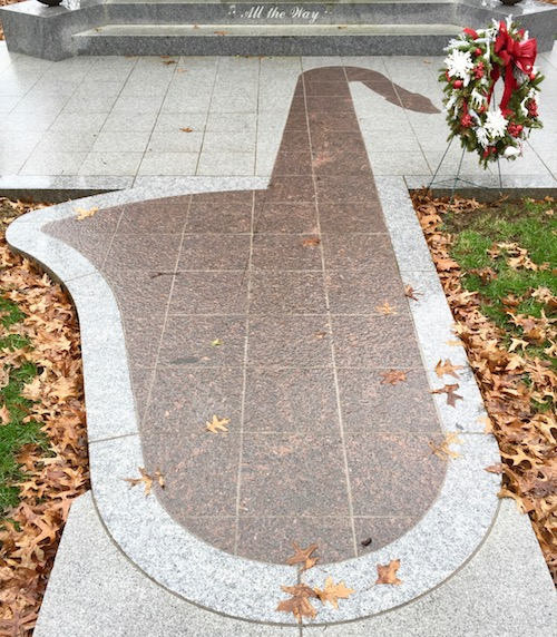 detail of saxophone-shaped tile walkway at the Arthur and Alfreda Antignani mausoleum, Allegheny County Memorial Park, Allison Park, PA