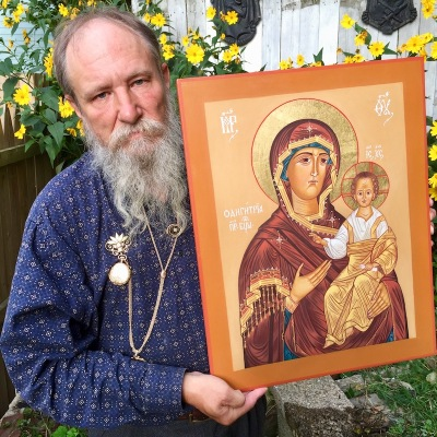 icon painter Simeon Larivonovoff with icon of St. Hodogitria