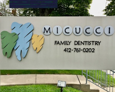 dentist sign with stylized teeth in multiple colors, Bellevue, PA
