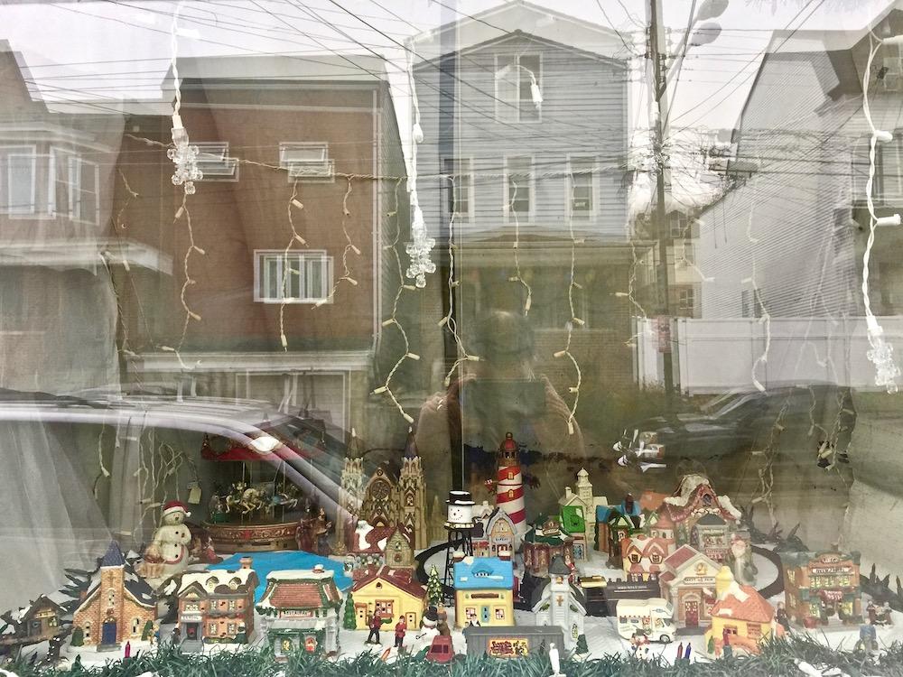 Christmas In Pittsburgh 2019.Row House Romance Christmas Window Roundup Pittsburgh Orbit