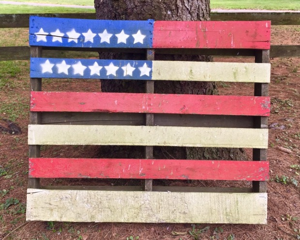shipping pallet painted like an American flag