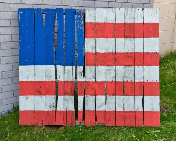 shipping pallet painted like the American flag