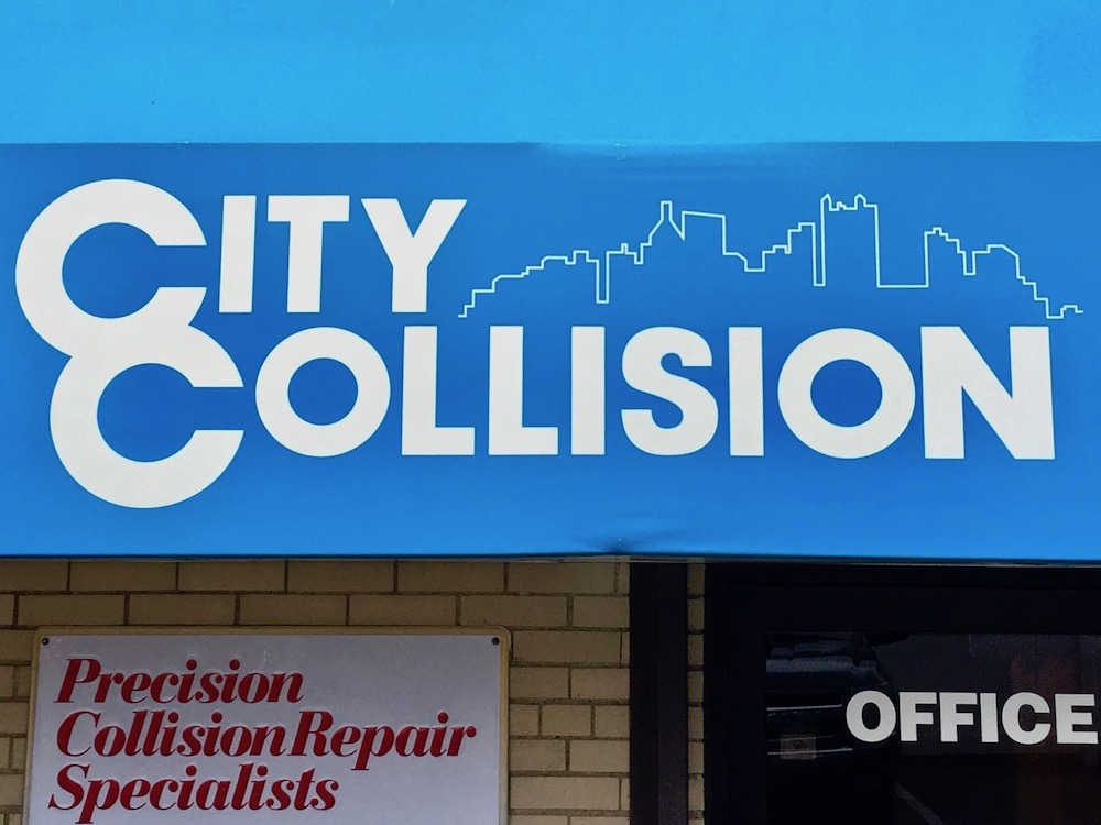 logo for City Collision featuring outline of the Pittsburgh skyline